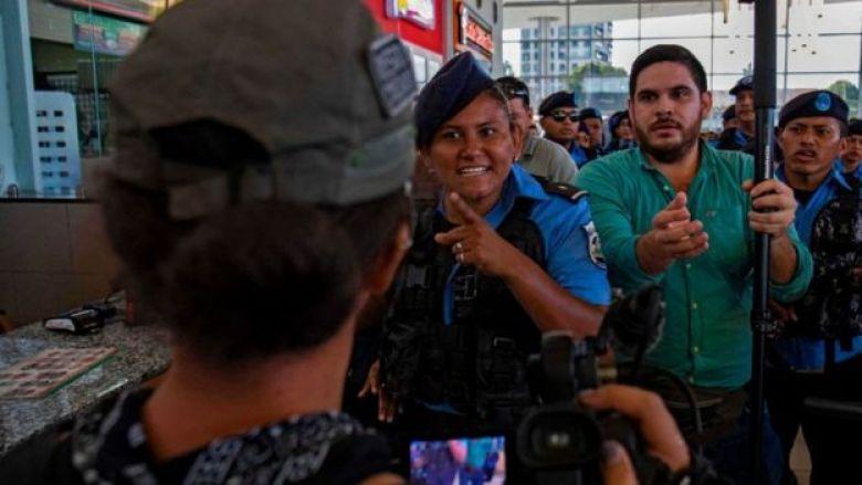 Policía amenaza a una periodista en Nicaragua.