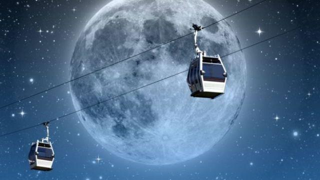 Teleférico e lua