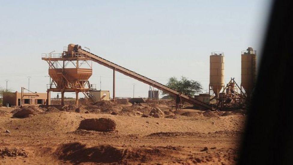 Les équipements de l'usine sont photographiés à la mine d'uranium du géant nucléaire français Areva, le 26 septembre 2010 à Arlit, propriété de l'État.