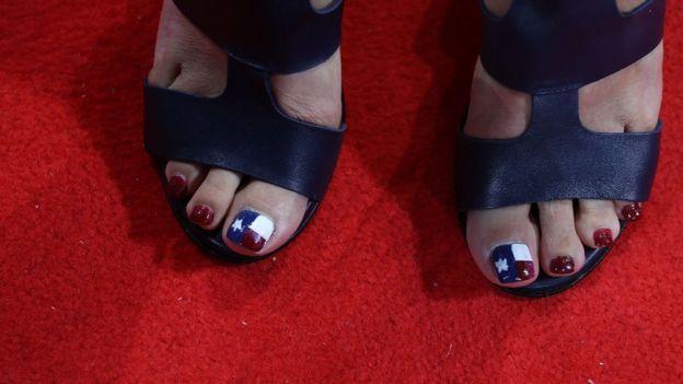 La bandera de Texas se llevaba hasta en las uñas durante la campaña presidencial estadounidense. GETTY IMAGES