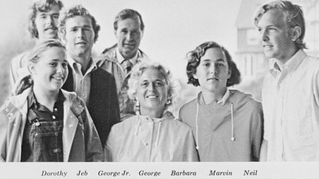 Foto de Navidad de George Bush, embajador de Estados Unidos ante las Naciones Unidas y el 41º presidente de Estados Unidos y su familia
