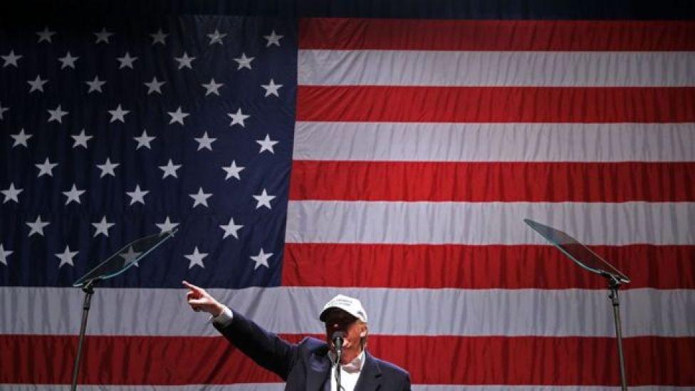 Donald Trump en su último mitin en el condado de Macomb.