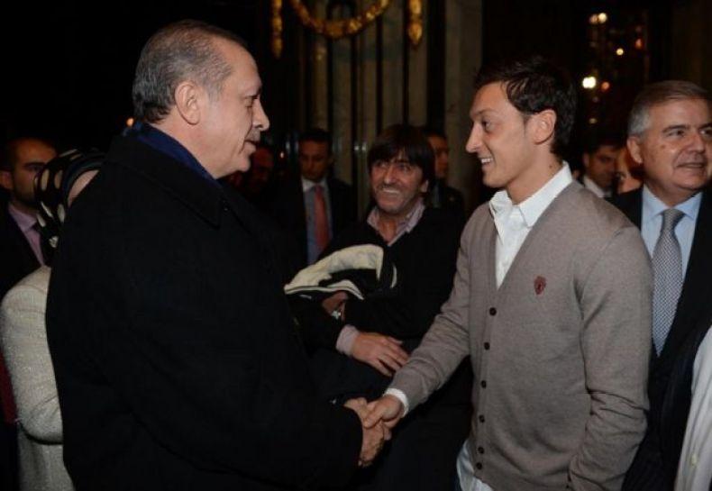 Özil explicó que se ha encontrado con Erdogan en diferentes eventos en los que coincidió con el mandatario turco como sucedió en Madrid en noviembre de 2012.