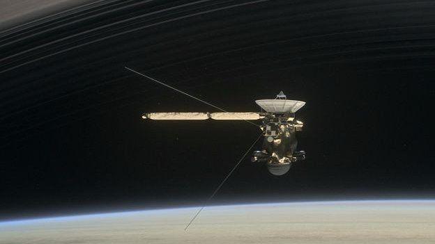 Cassini gezegenle halkaları arasında 22 dalış gerçekleştirecek
