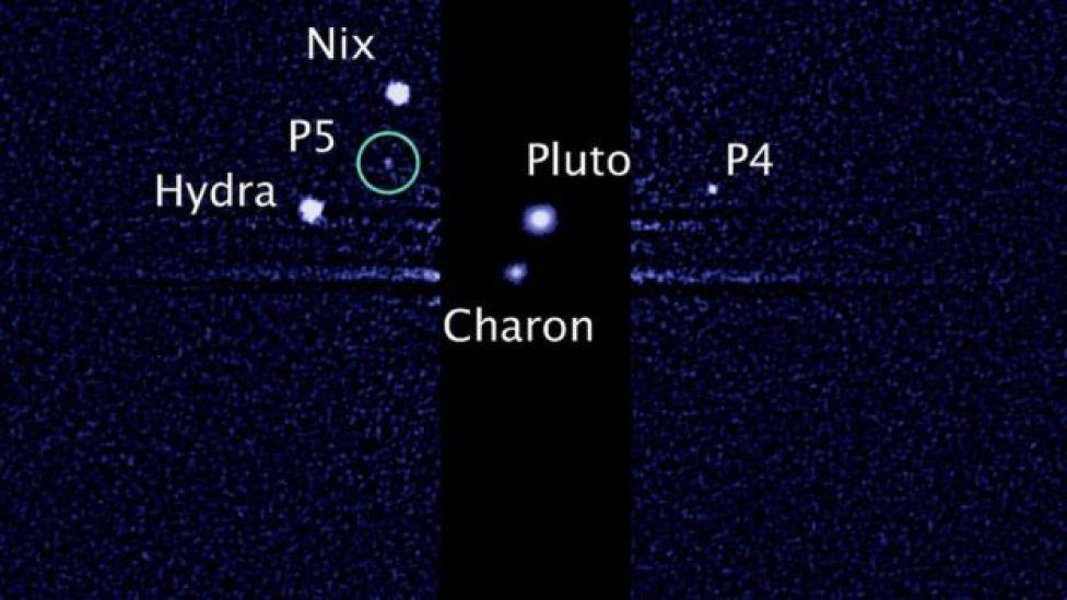 Platón y sus cinco lunas, imagen del telescopio Hubble.