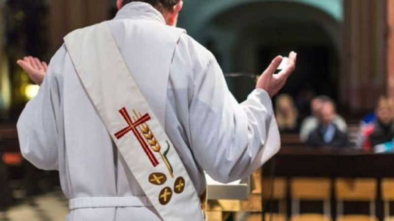 Sacerdote católico.