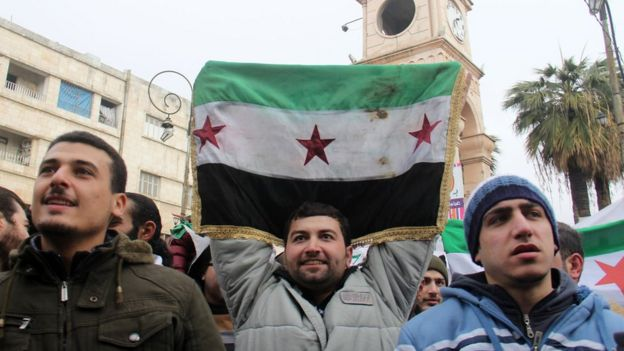 Syrian opposition supporters take part in a a protest calling for the overthrow of Syria's government in the city of Idlib (30 December 2016)