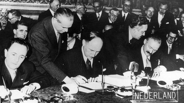 Los cancilleres de Francia, Bélgica, Holanda, Luxemburgo, Alemania e Italia firmaron en Roma dos tratados vitales para la creación de la actual Unión Europea.