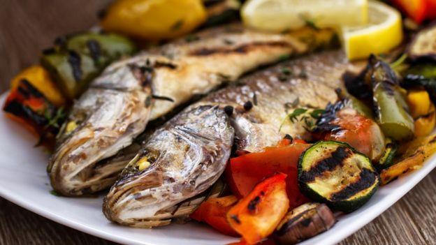 Pescado y vegetales asados