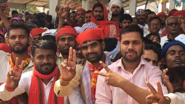 Supporters at the Mahagathbandhan rally