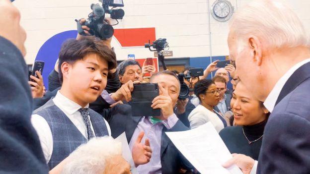 Chinese student Steven Hu meets presidential hopeful Joe Biden.