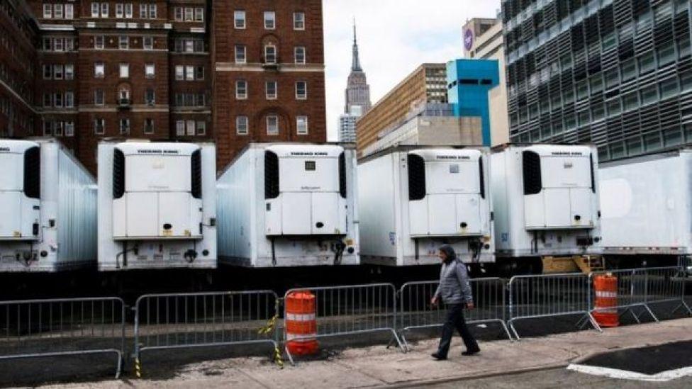 在美国疫情最严重的纽约,一些冷藏设施被临时用作停尸房。