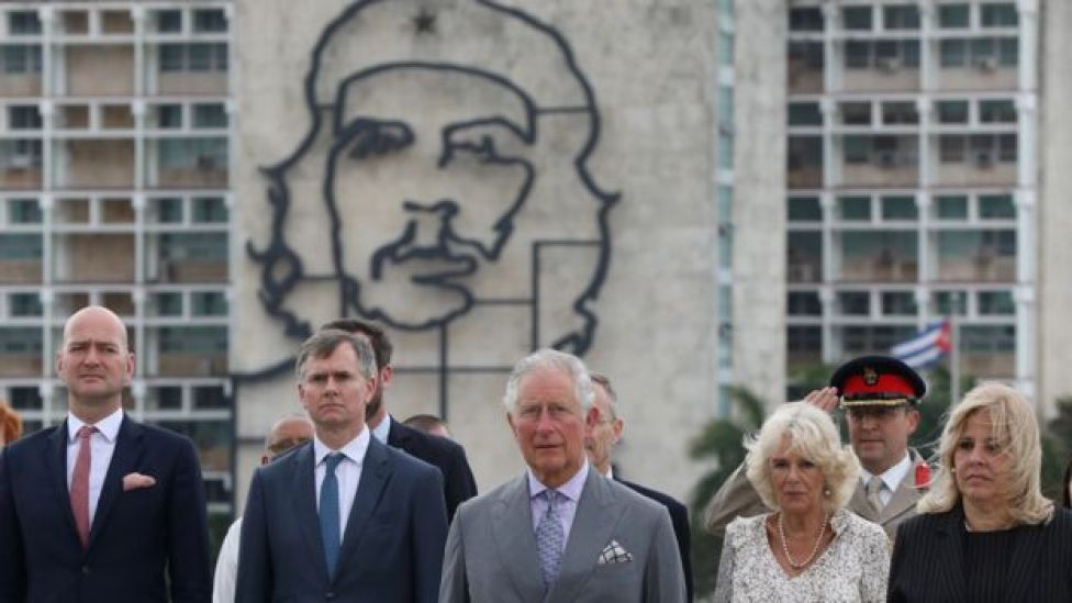 """Prince Charles and Camilla standing near an image of late revolutionary hero Ernesto """"Che"""" Guevara"""
