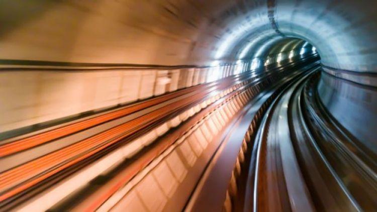Túnel de linha ferroviária no Japão