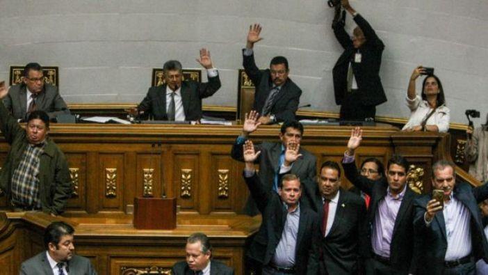 Momento en el que la Asamblea aprueba el acuerdo de este martes