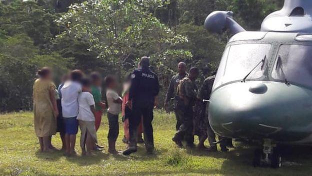 La police s'entretient avec des suspects à Ngäbe-Buglé