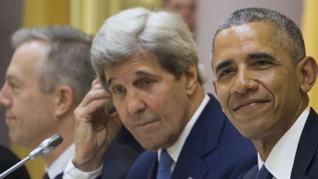 Ông John Kerry cùng Tổng thống Barack Obama thăm Việt Nam tháng Năm 2016