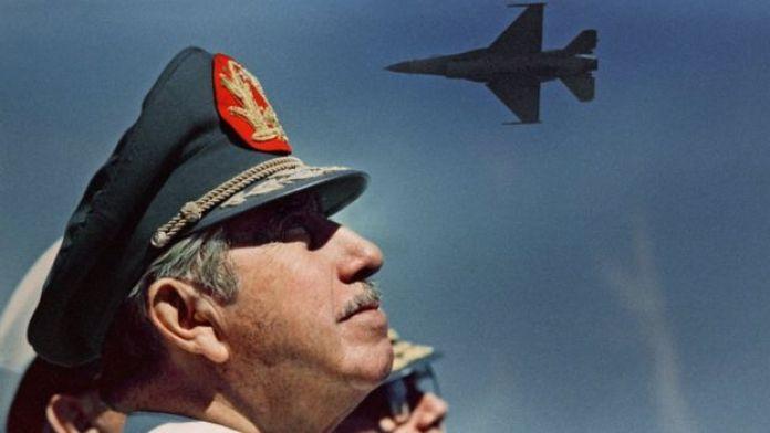 O general Augusto Pinochet em foto de 1988