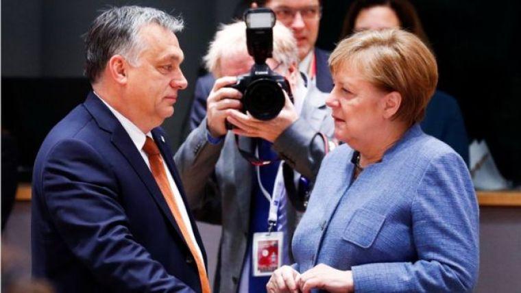Viktor Orban e Angela Merkle