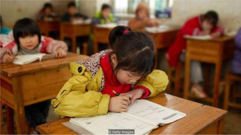 Crianças asiáticas na escola