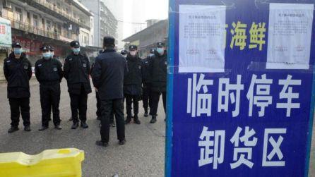 Guardas de segurança em Wuhan