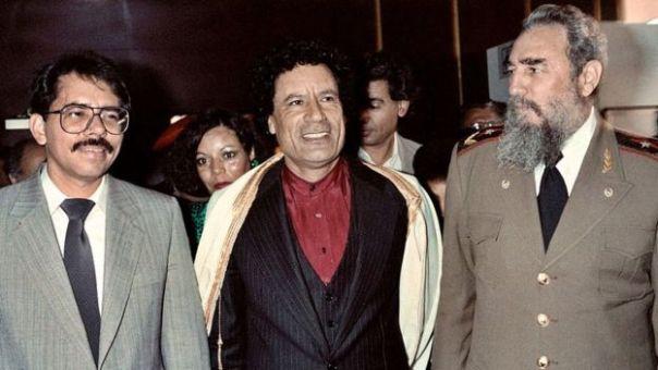 Ortega, Muammar Gaddafi y Fidel Castro en una conferencia del Movimiento de Países No Alineados en 1984.