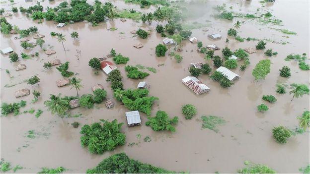 لقطة جوية لمنطقة حول بيرا تحت الماء في موزمبيق في أعقاب إعصار إيداي