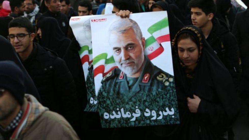 احتشد مئات الآلاف في شوارع العاصمة الإيرانية طهران الاثنين للمشاركة في تشييع جنازة سليماني