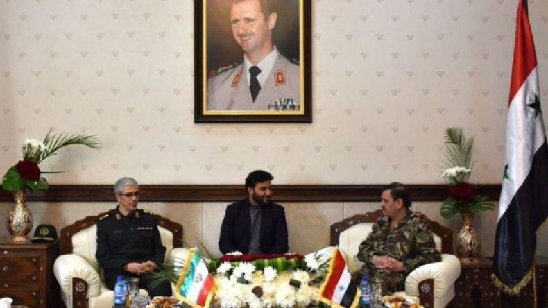 El jefe del Estado Mayor de las Fuerzas Armadas de Irán, Mohammad Bagheri , se reúne con el ministro de Defensa de Siria, Fahd al-Freij.