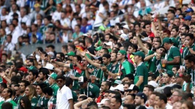 Torcedores do México no estádio em Moscou