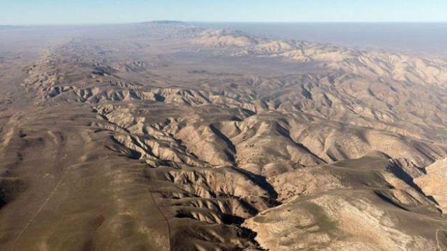 A rachadura de San Andreas atravessa a Califórnia e se estende por 1.300 quilômetros