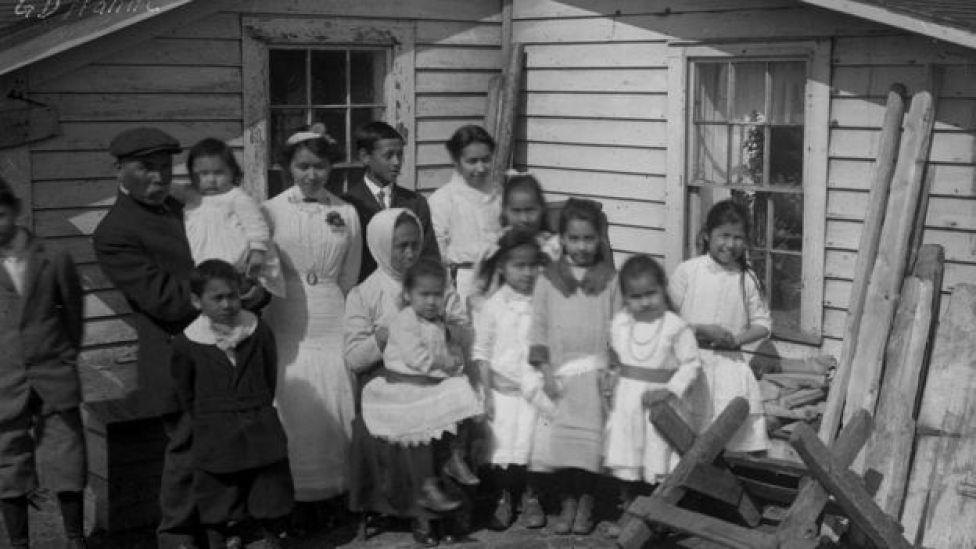 Foto de archivo de algunos sobrevivientes de la gripe española.