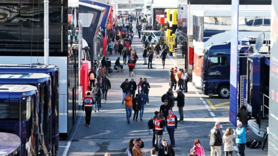 F1 crowds and transporters