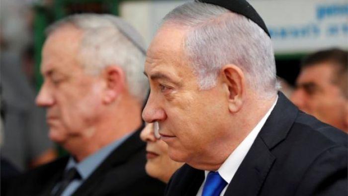 Netanyahu, com o adversário Benny Gantz ao fundo