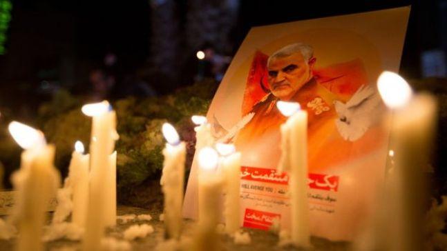 إيرانيون يشعلون الشموع على لسليماني