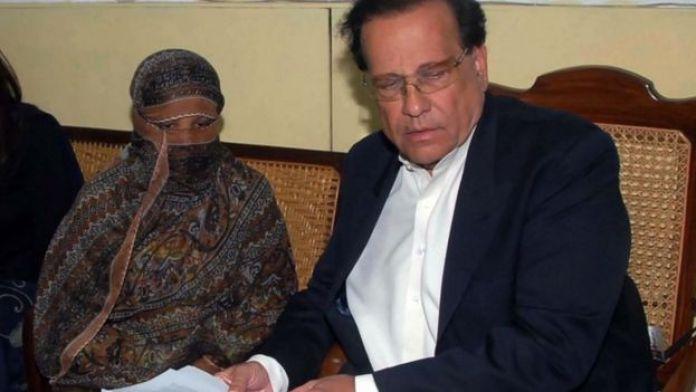 Asia Bibi is visited in prison by Salman Taseer in November 2010