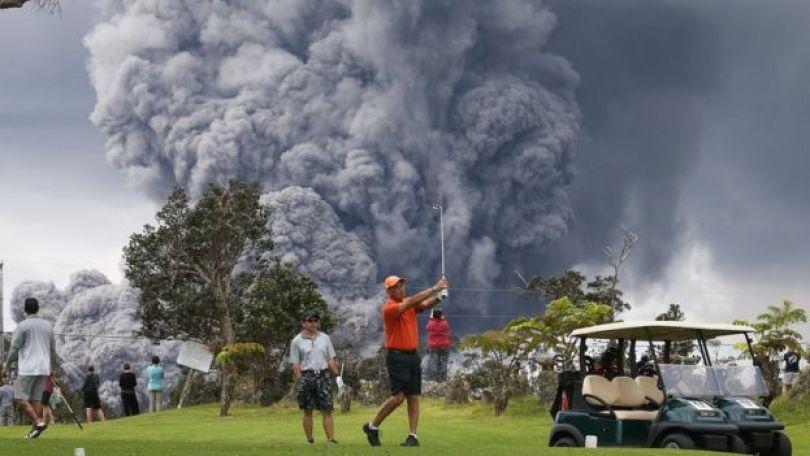Imagem mostra pessoas nas proximidades do vulcão Kilauea