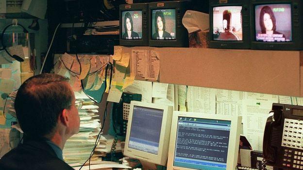 Reporter watches Monica Lewinsky's testimony - 6 February 1999