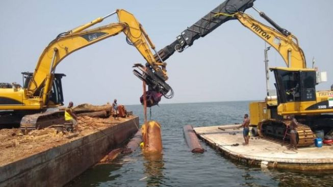 Kete Krachi uses remotely operated machinery to extract timber from Lake Volta.