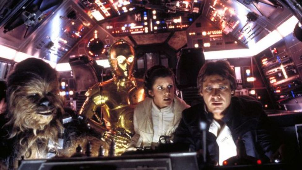 Peter Mayhew, Anthony Daniels, Carrie Fisher y Harrison Ford en El Imperio Contraataca