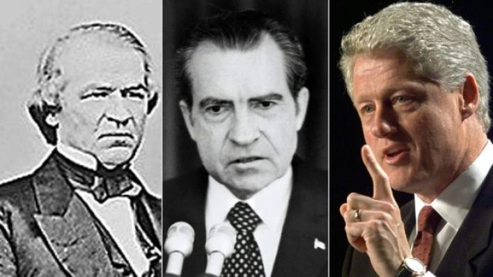 أندور جونسون (يسار) وبيل كلينتون (يمين) حُركت ضدهما إجراءات العزل في مجلس النواب، وبرأهما مجلس الشيوخ. لكن نيسكون (منتصف) استقال قبل مواجهة هذه الإجراءات