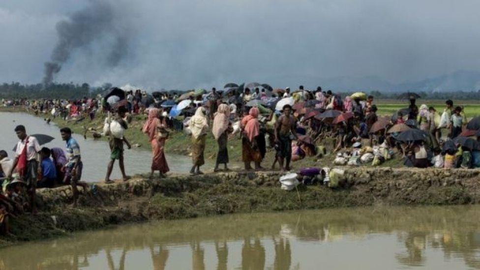 Boqolaal kamid muslimiinta Rohingya ayaa u qaxay dhinaca Bangaladesh