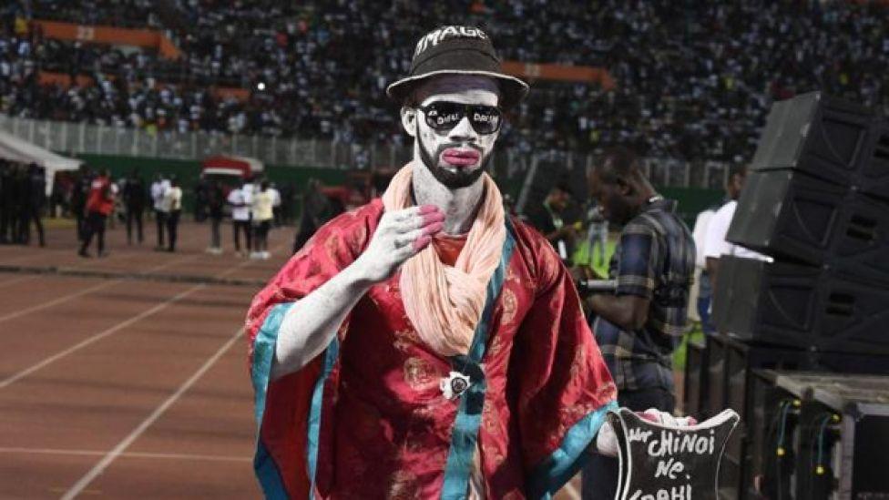 A fan of DJ Arafat walks through the ceremony