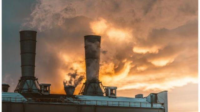 Indústria liberando fumaça
