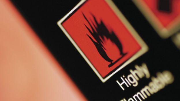 Los PBDE se usan como retardantes de llama en plásticos y espumas.
