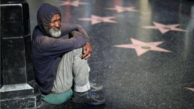 Hombre en la calle en Los Ángeles
