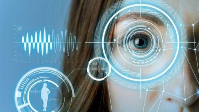 Imagem mostra programa analisando olho
