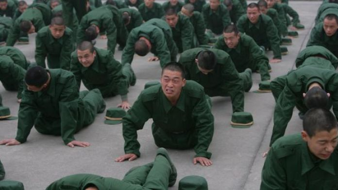 Des recrues de l'armée chinoise à l'entraînement