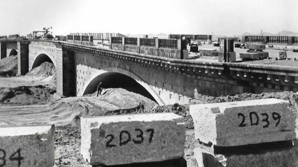 Estructura del nuevo puente de Londres en Arizona.
