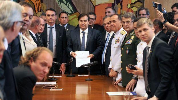 Bolsonaro entrega reforma da Previdência dos militares na Câmara